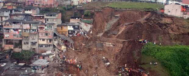 Mas de 50  desaparecidos y 13 muertos por derrumbe en Manizales