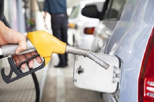 Gasoline pump refilling automobil fuel