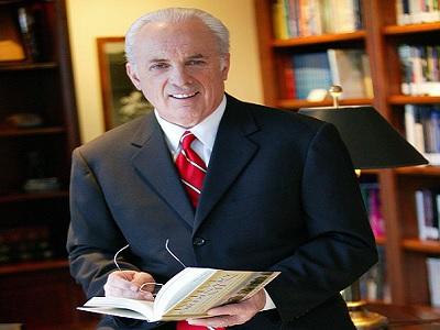 John MacArthur acusa al movimiento carismatico pentecostal de hereje