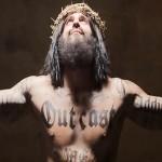 Utilizan polemica publicidad en vallas con un Jesús tatuado