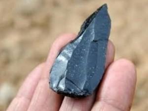 El descubrimiento de antiguas puntas de lanza confunde a los evolucionistas