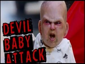 Bebe poseido asusta transeuntes en la ciudad de Nueva York VIDEO