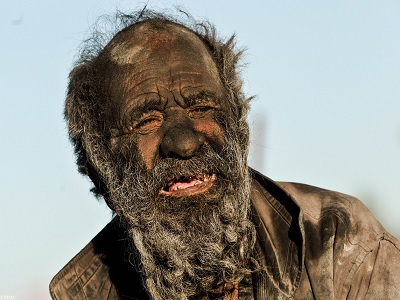 Un hombre lleva 60 años sin bañarse