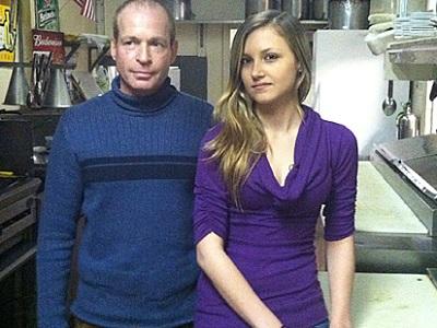 Hombre venderá restaurante para ayudar a su empleada enferma