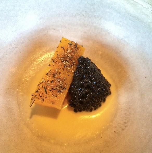 Calabacita-con-caviar-de-Finlandia-585x587