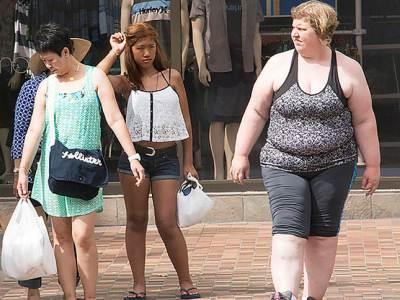 Burlandose de su obesidad en las tiendas