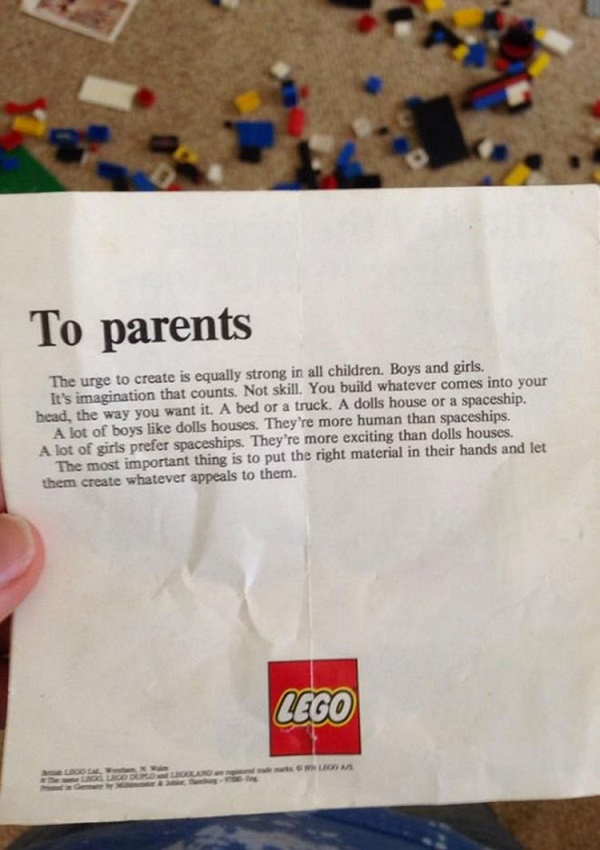 ANTIGUO AVISO A PADRES DE PARTE DE LA COMPAÑÍA DE JUGUETES LEGO, CAUSO REVUELO EN INTERNET.