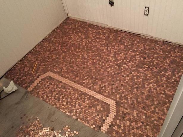 Decoró su piso con 20,000 monedas pegadas una por una, página 4
