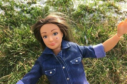 Lammily la nueva Barbie,con lunar
