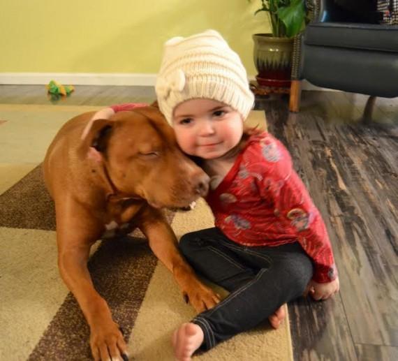01 Bebes y sus mascotas, gran abrazo