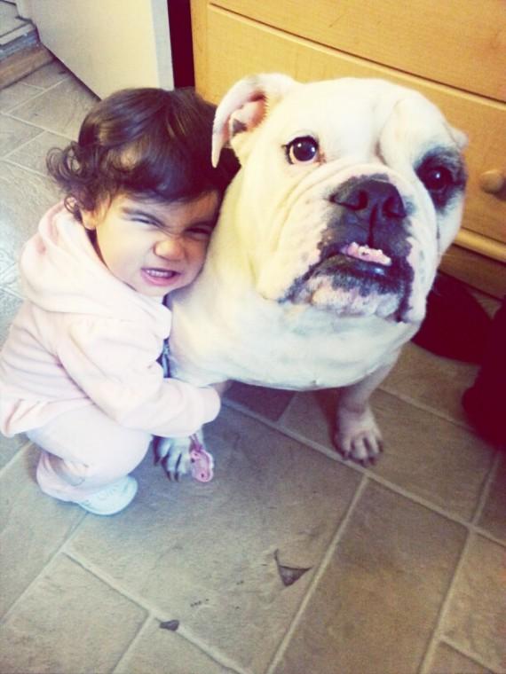 015 Bebes y sus mascotas, cara gruñona
