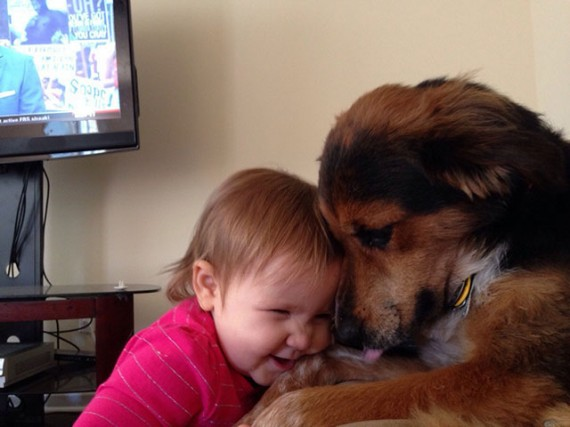Las Fotos Más Tiernas De Bebés Con Sus Mascotas, 6 de 7