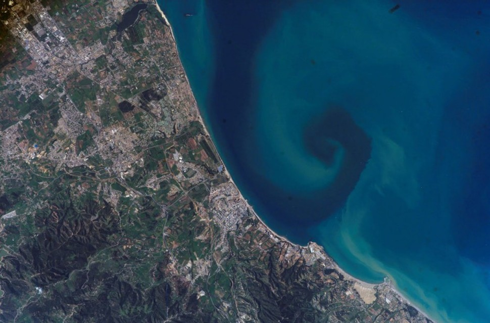 025 Espiral de sedimento, en la costa de Argelia.