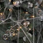 Extraños adornos de Navidad. Mira cómo decoran el árbol en Ucrania