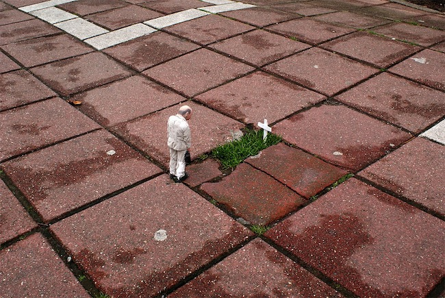 Isaac Cordal – Cement Eclipses