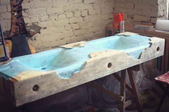 Tallado final y pintura del fregadero.