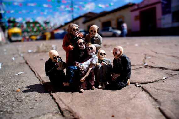 Isaac Cordal - Esqueletos.