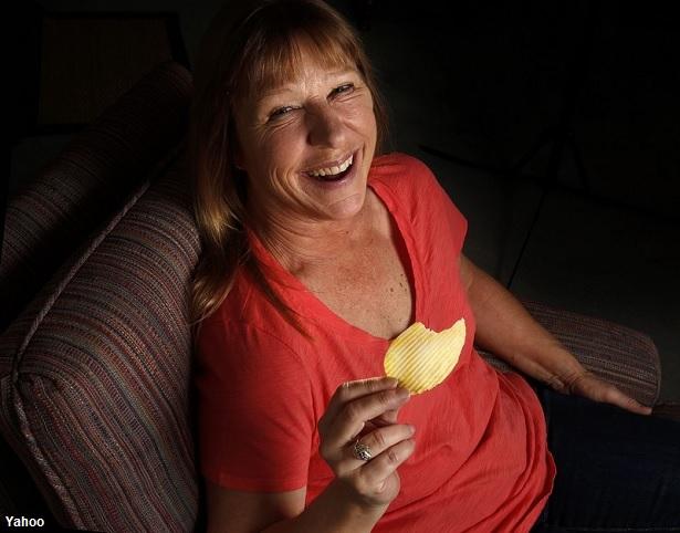 Mujer descubre que tenía cáncer por una patata frita