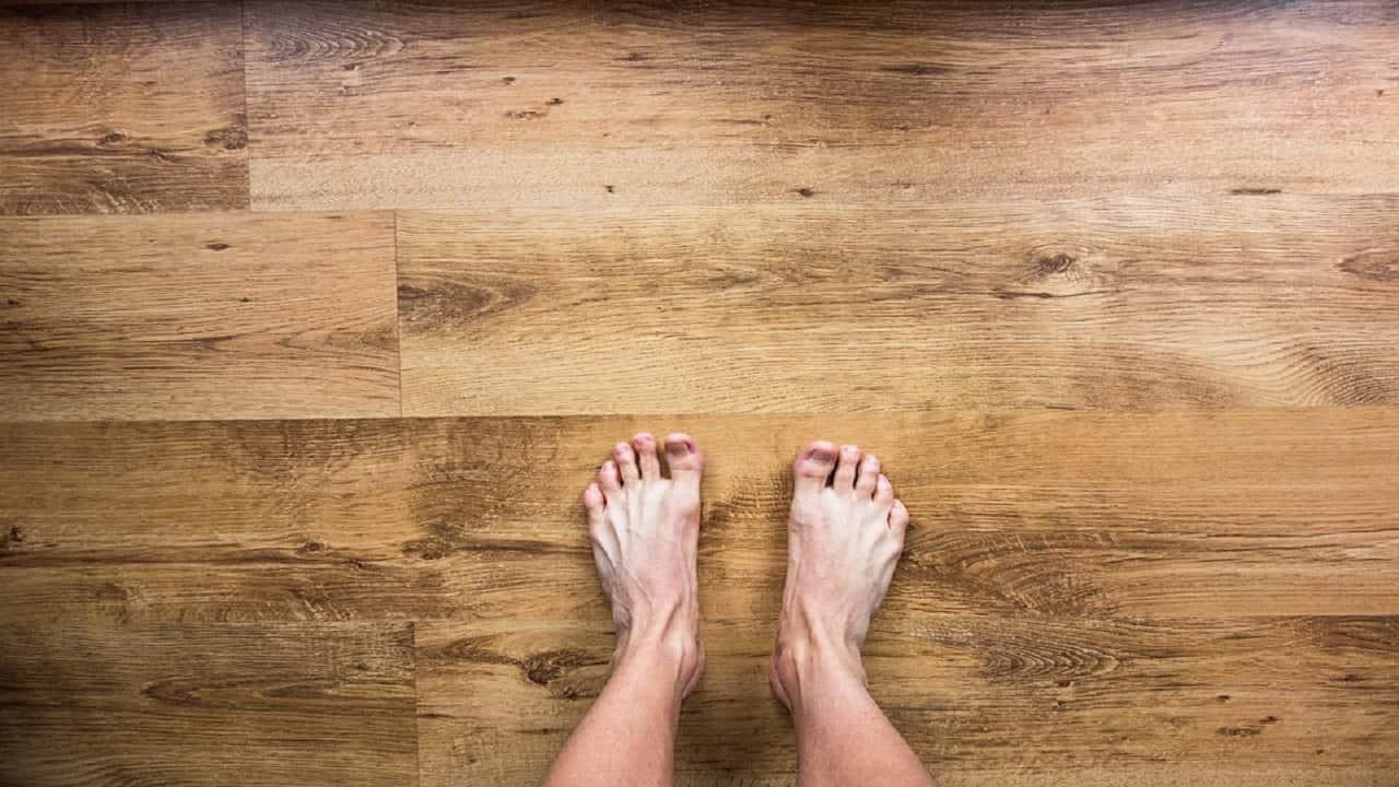 ¿Olor de pies? Estos remedios caseros te ayudarán a quitarlo.