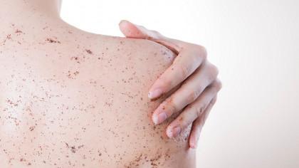 6 exfoliantes corporales para piel seca